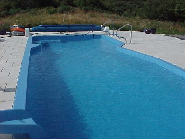 Outdoor one piece Certikin composite pool